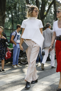 white t shirt street style