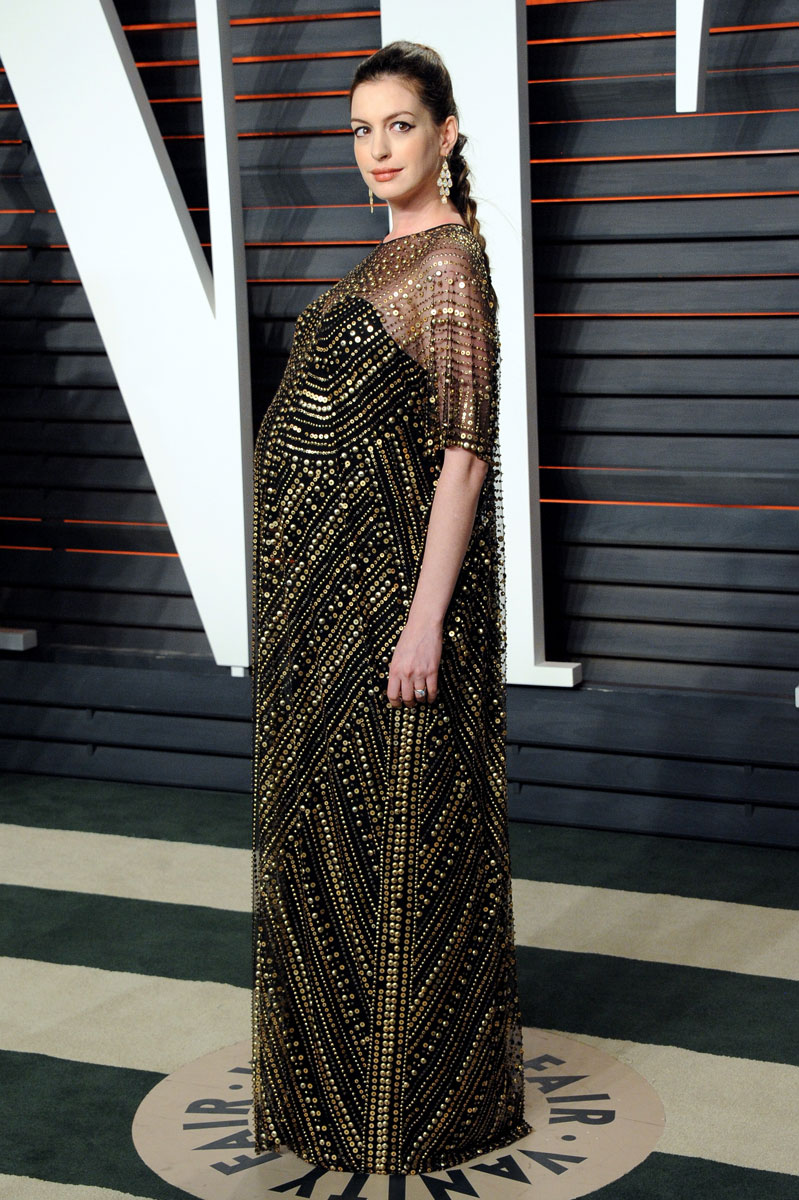 Oscars-2016-after-party-Anne-Hathaway